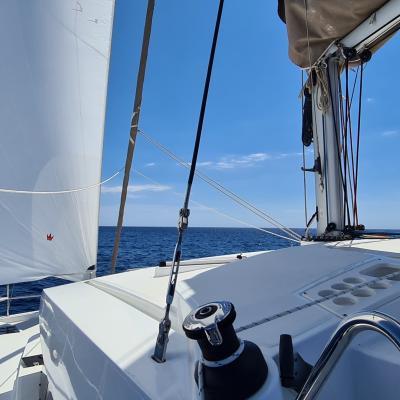 Bali 4.1 under sails
