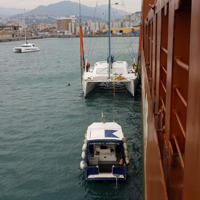 Catamaran loading on cargo