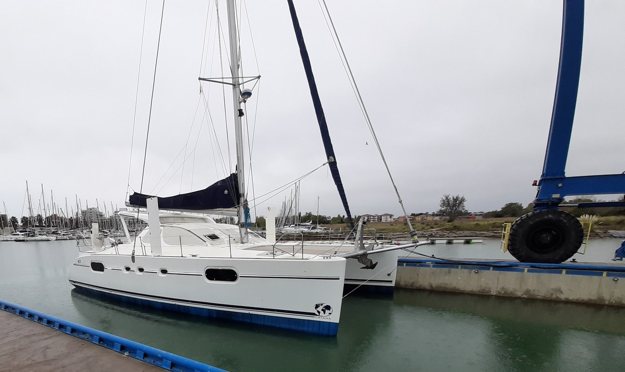 Catana 471 haul out
