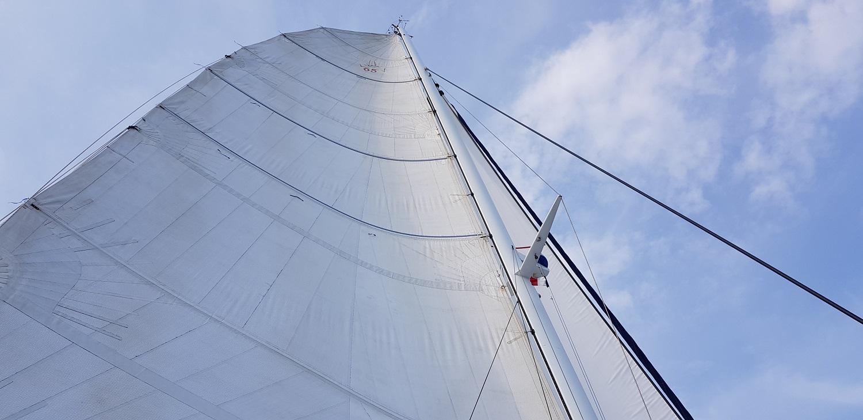 Catana 65 - host the sails