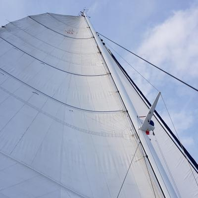 Sails up - Catana 65