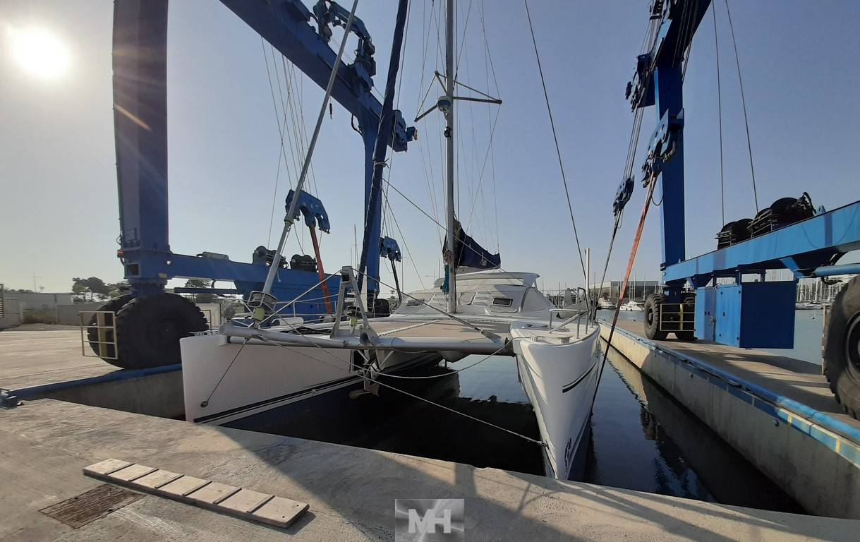 hauling out Catana 471