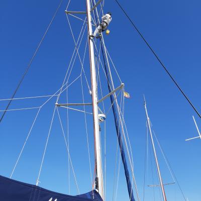 Checking mast Catana 471
