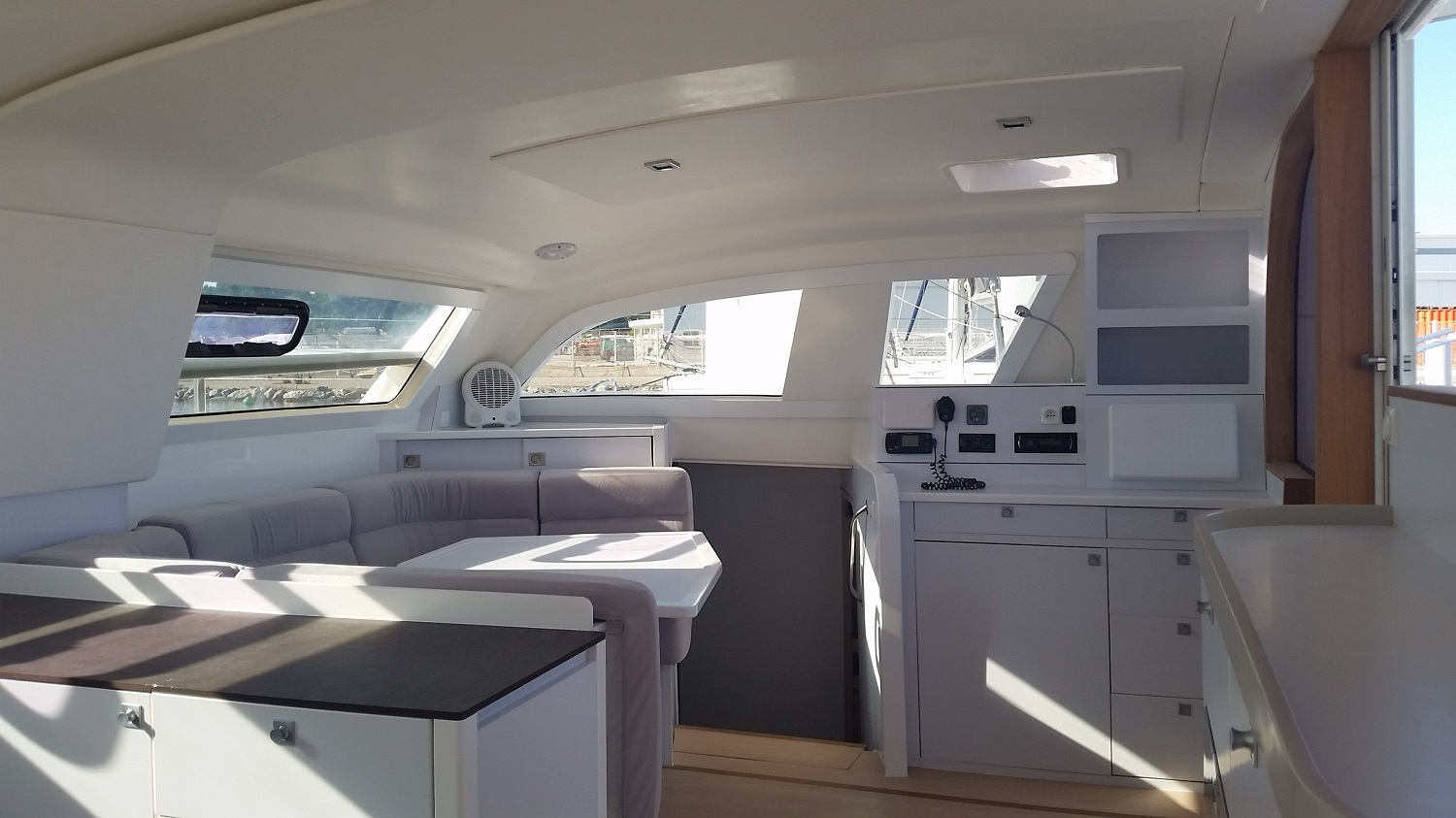Refit saloon Catana 42