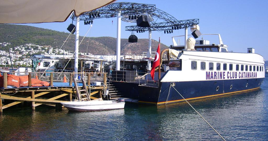 Club catamaran 37m 6