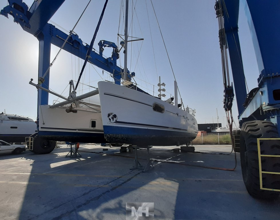 Hauling out catana 471 18