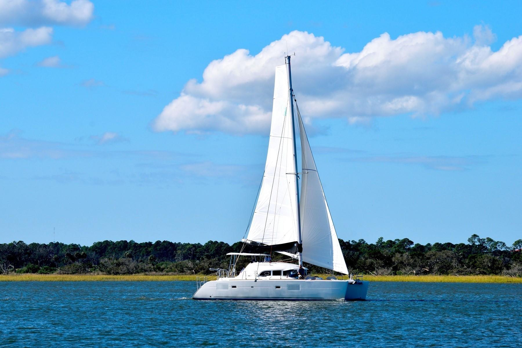 Lagoon 380 under sails