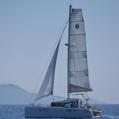 Lagoon 39 under sails