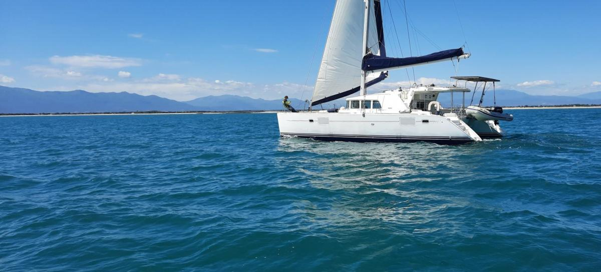 Lagoon 440 in front of canet