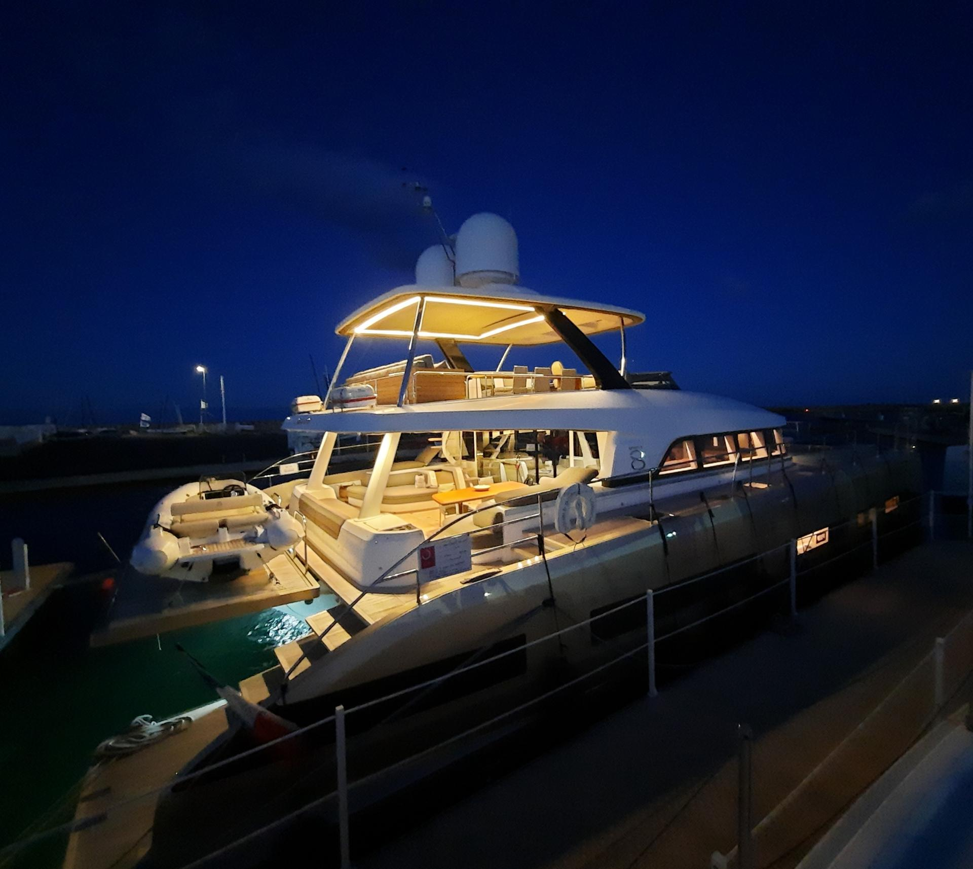 Lagoon seventy 8 by night