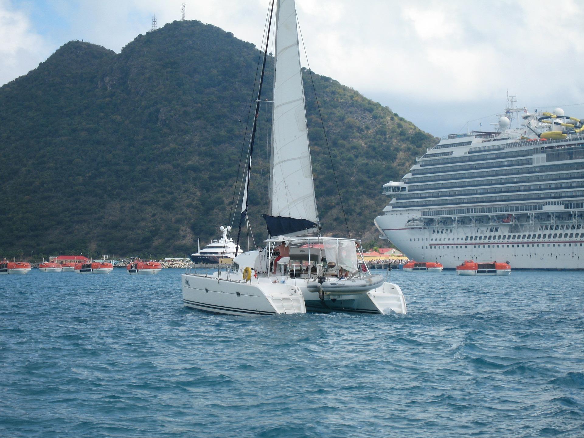 Ocean liner or catamaran