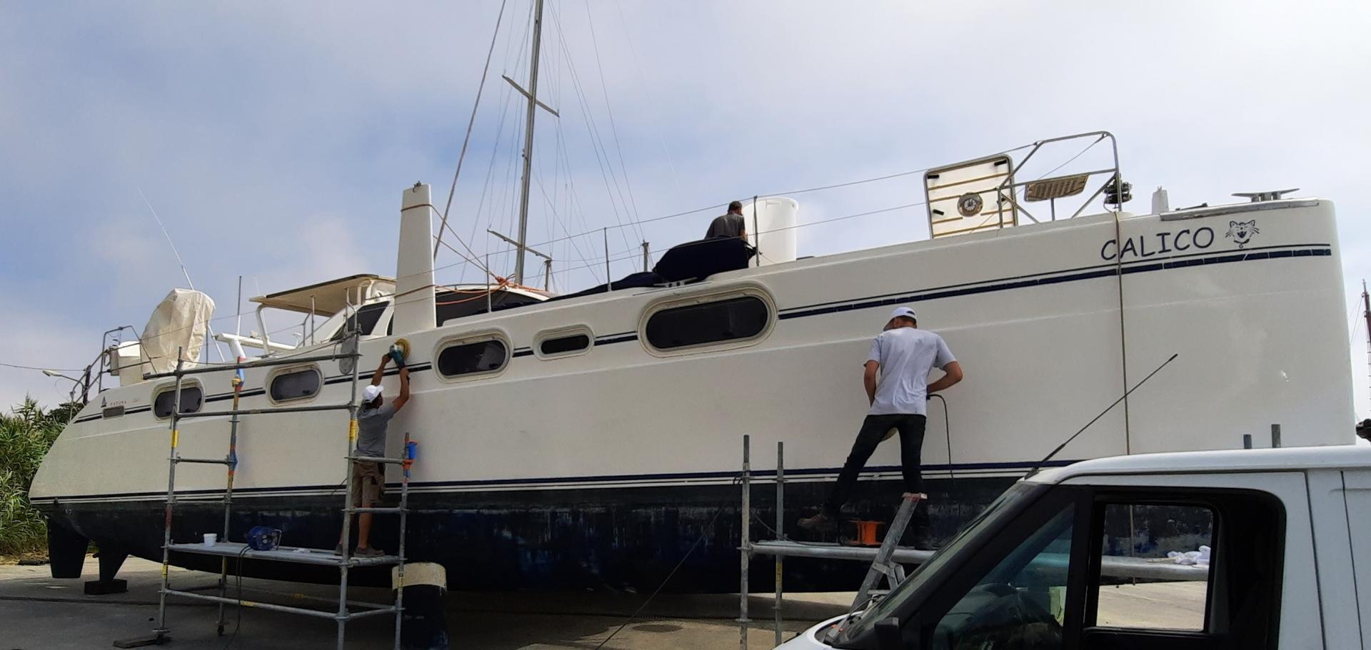 Polish hull catana 581 calico